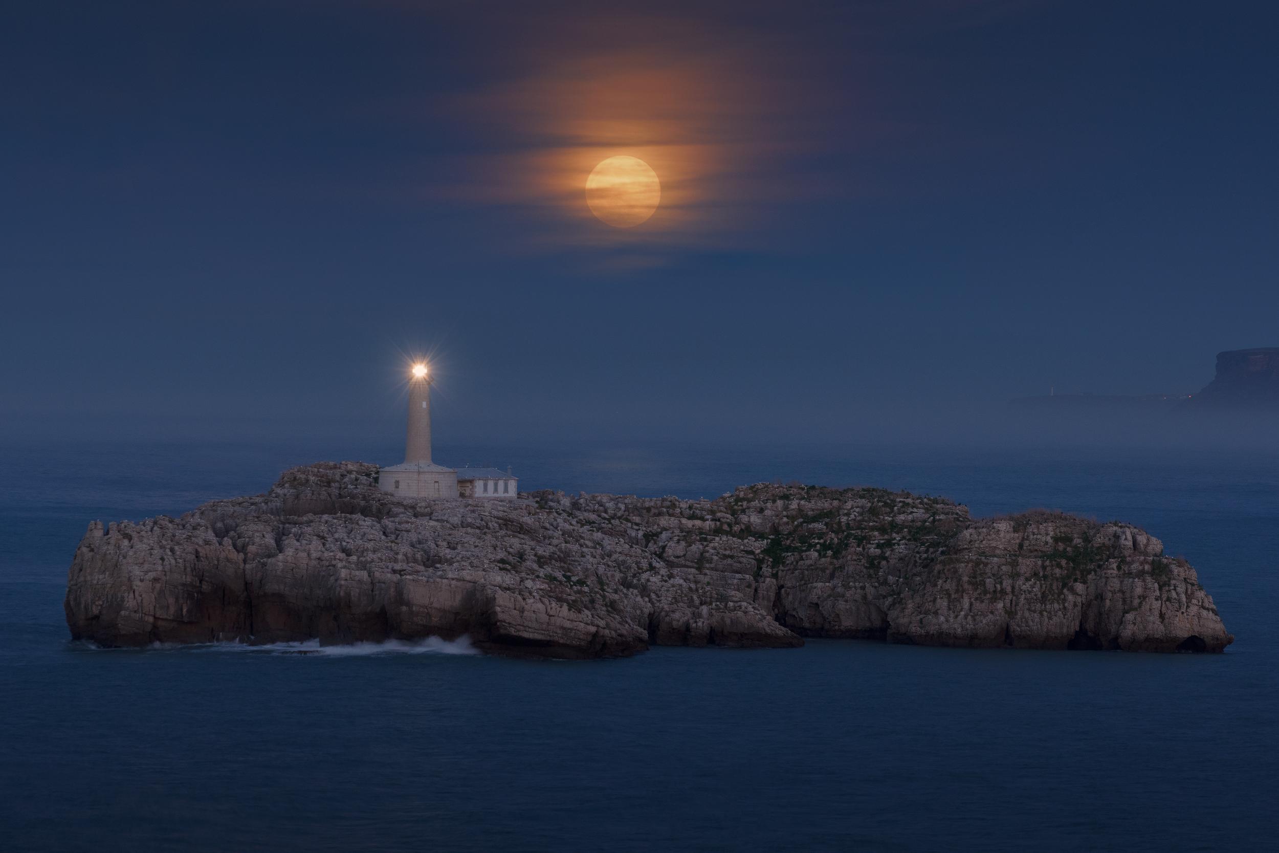 Faro isla de Mouro, Santander