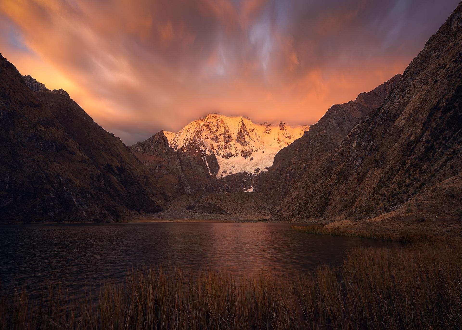 Laguna Jahuacocha Cordillera Huayhuash